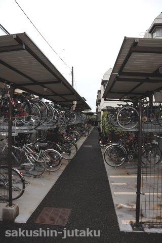 整然とした駐輪場 管理体制の良さが伺えます