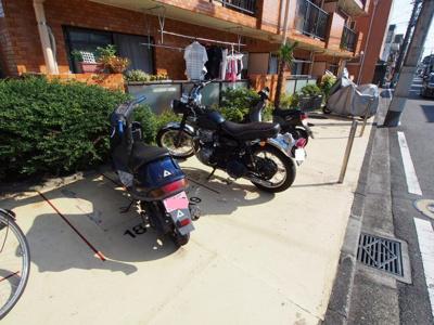 専用バイク置き場もございます。
