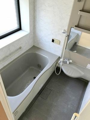 窓付きバスルーム