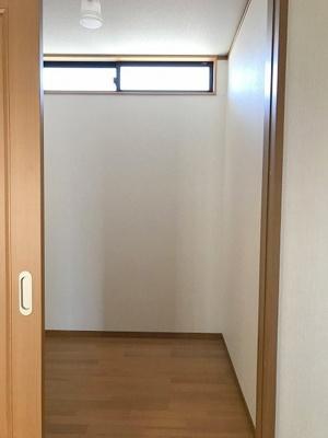 大型WIC2か所に階段下収納ございます
