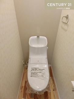 温水洗浄便座付きトイレです。 トイレは1階と3階部分にあります。