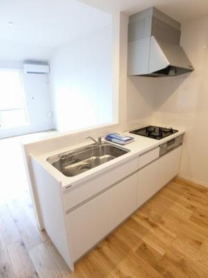 ※参考写真※3口ガスコンロ/グリル付きシステムキッチンです☆場所を取るお鍋やお皿もすっきり収納できてお料理がはかどります!