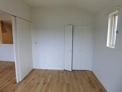 ※参考写真※クローゼットのある南西向き洋室6帖のお部屋です!お洋服の多い方もお部屋が片付いて快適に過ごせますね♪