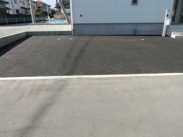 北東側駐車スペース3台可(車種による)