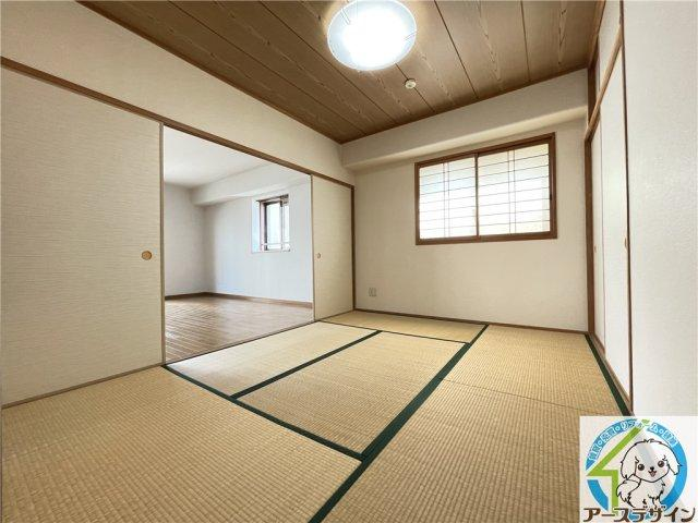 お家の中に一部屋でも和室があれば、ゆったりとくつろぐことができますね♪冬場はコタツを設置して温まることができますね♪