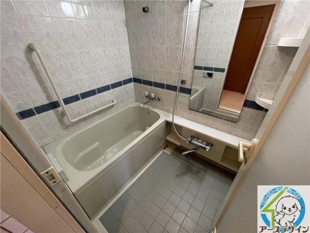 雨の多い季節に力を発揮!洗濯物を溜めずとも浴室内で乾燥出来とっても便利!冬場は寒い浴室を暖房で温めることも出来るので、年配の方の心筋梗塞などの危険性を低減!