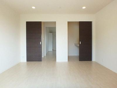 2階・ウォークインクローゼットのある南向き洋室8.4帖のお部屋です!お洋服や荷物をたっぷり収納できてお部屋がすっきり片付きます☆