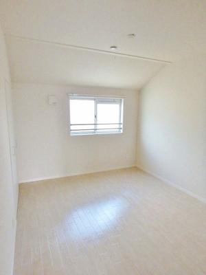 2階・クローゼットのある洋室6.3帖のお部屋です!お洋服の多い方もお部屋が片付いて快適に過ごせますね♪