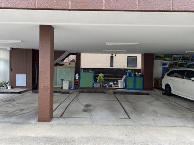 【外観】コーポ新島 屋根付き駐車場