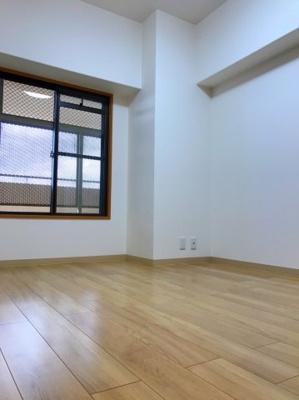 間取り図右上の約5.6帖の洋室です♪