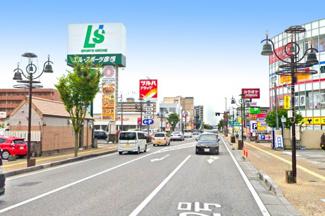 【ベルロード(彦根巡礼街道商店街)】買物施設や飲食店が建ち並ぶ日本最長の商店街《ベルロード》が徒歩10分にあり生活には困りません。