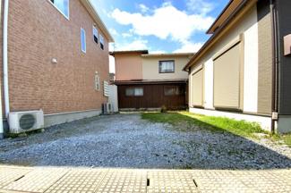 駐車場スペースは広く、お庭としても利用が出来ますね!ガーデニングやお子様の遊び場としてご家庭に合わせて楽しめます(^^♪