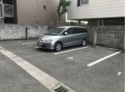 平面駐車場です。