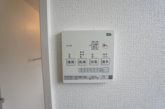 浴室の乾燥や暖房もスイッチで簡単にできますよ。