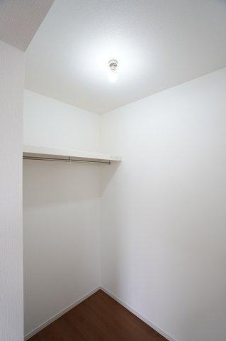扉のないWICは出し入れしやすくたくさん収納できるのでお部屋がすっきりと片付きます。
