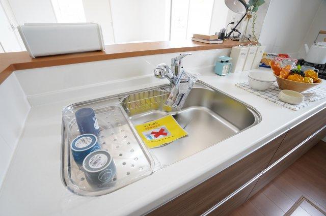 シンクも広く洗い物が楽にできますね。