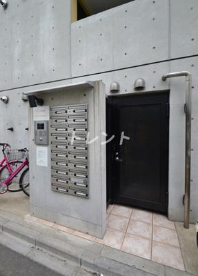 【エントランス】ZESTY東新宿