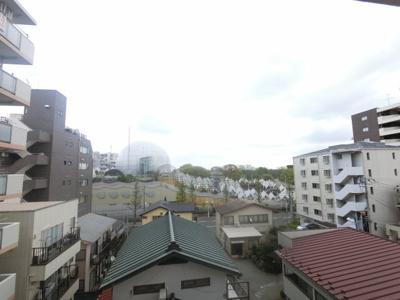 東側からの眺望です。 陽当たり、風通し良好です。