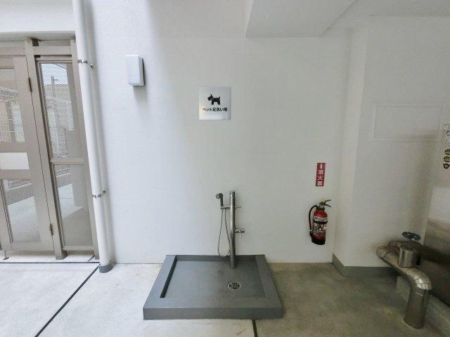 ペットの足洗い場を設置。犬猫3匹まで飼育可。中型犬までとなります。