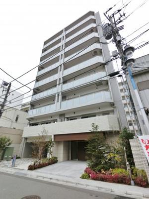 9階建の7階部分。湘南台のオシャレな街並みになじむグレーを基調とした外観です。まわりにはたくさんのお店や施設があります。