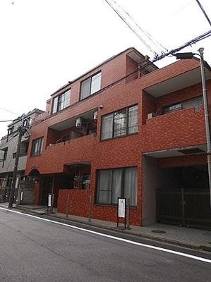都営大江戸線「落合南長崎」駅より徒歩約9分の立地です。