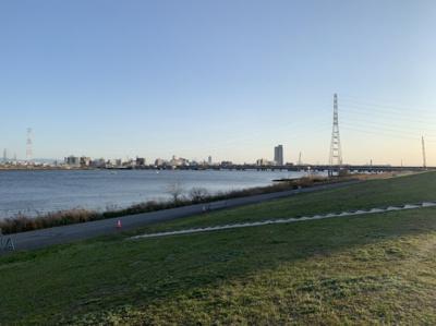 淀川の近くで散歩などもできます。