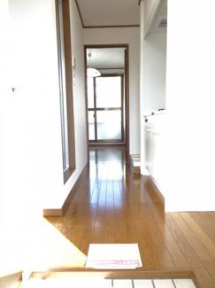 深尾マンション 玄関から見た室内 鶯谷の賃貸物件。 深尾マンション