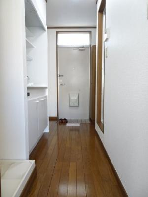 深尾マンション 洋室から玄関側 鶯谷の賃貸物件。 深尾マンション