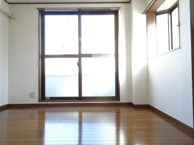 深尾マンション 洋室5.5帖(キッチン側) 鶯谷の賃貸物件。 深尾マンション