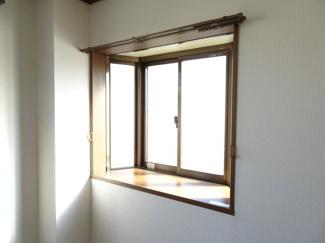 深尾マンション 洋室にある出窓 鶯谷の賃貸物件。 深尾マンション