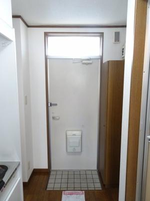 深尾マンション 玄関にたっぷり入るシューズボックスがあります 鶯谷の賃貸物件。 深尾マンション