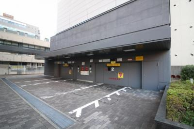 目の前にバス停