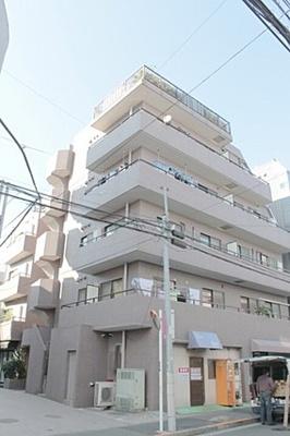 JR山手線「大塚」駅徒歩約8分、3駅3路線利用可能。