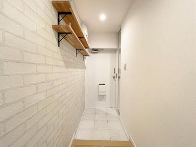 オープンタイプの棚とシューズボックスで玄関スペースもすっきり