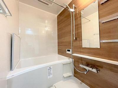 一日の疲れをいやすバスルームには便利な浴室換気乾燥機付