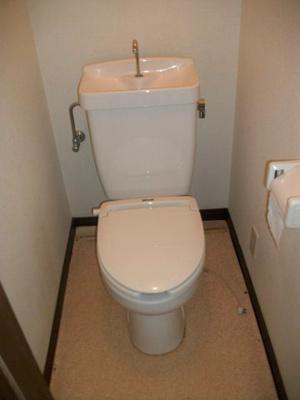 トイレとお風呂は別々です。