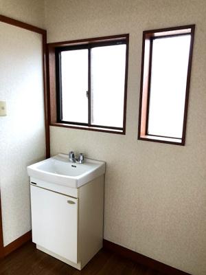 最上階の洗面台とトイレ