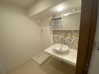 お洒落な洗面台です♪朝の身支度もゆっくりできますね(^^)水廻り全てが新品で気持ちよくご入居していただけます(^^)