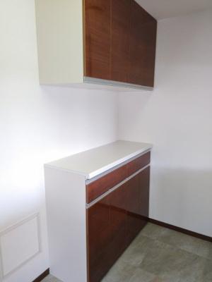 キッチンには食器棚付き