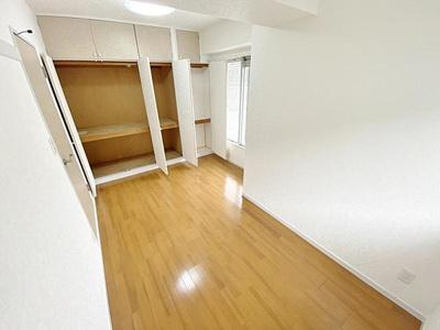 収納付きのお部屋はスペースがスッキリ片付きます。