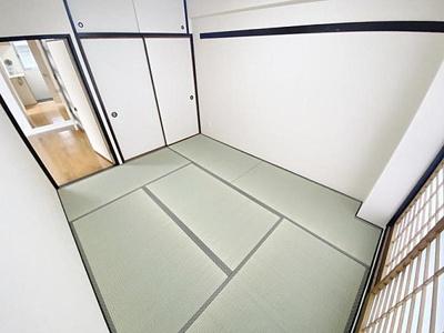和室ではごろりと横になってお過ごしいただけます。
