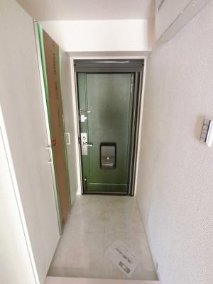 玄関部分です。たっぷり収納できるシューズボックス付♪