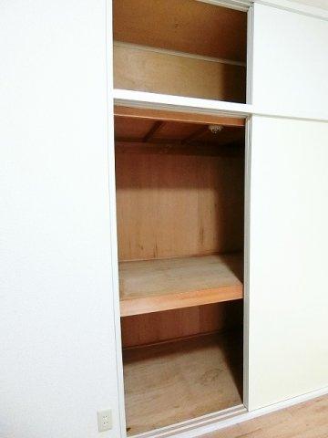洋室4.5帖のお部屋にある収納スペースです!お部屋がすっきり片付いて快適に!※参考写真※
