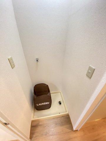 廊下にある室内洗濯機置き場です♪室内に置けるので洗濯機が傷みにくい☆※参考写真※