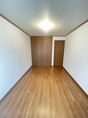 すべての寝室にクローゼットがあるため、収納スペースに困ることもありません!