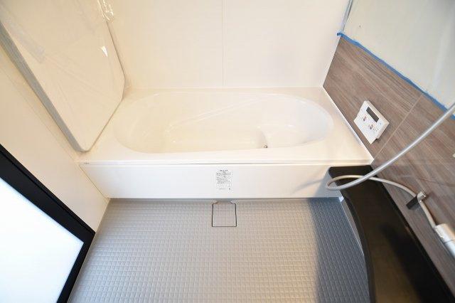ゆっくりお寛ぎいただける1坪バスで半身浴も楽しめます!全身を包み込む浴槽は疲れた身体を癒してくれます!