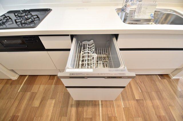 備え付け食洗器でお食事後の片づけもラクラク!