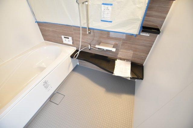 一日の疲れを癒すバスルーム、半身浴でゆったりくつろげます!
