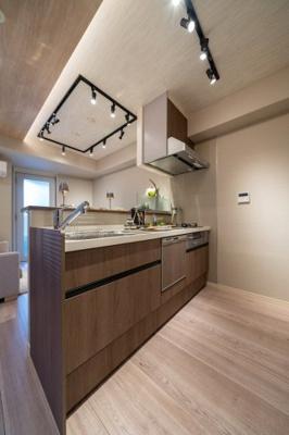 ビルドインタイプの食洗機で作業台も有効的に使えそうです。