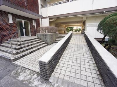 【エントランス】烏山南住宅 1号棟 11階